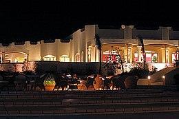 """Отель """"Coral Beach"""" вечером"""
