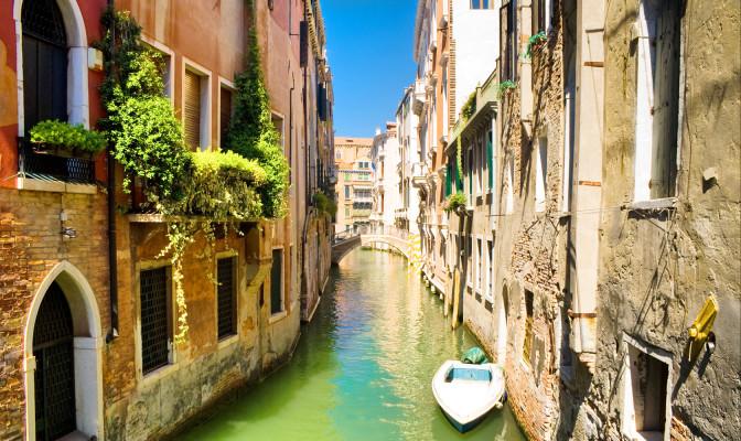 Венеция. Поплыть в музей на лодке.