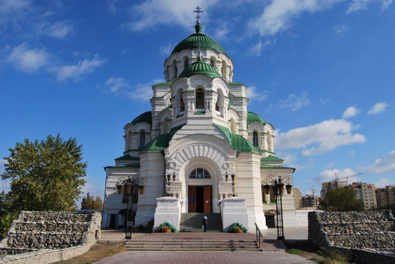 Jeklektika v arhitekture Neovizantijskij stil Sobor Svjatogo Vladimira v Astrahani
