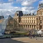 Знаменитый Лувр в Париже